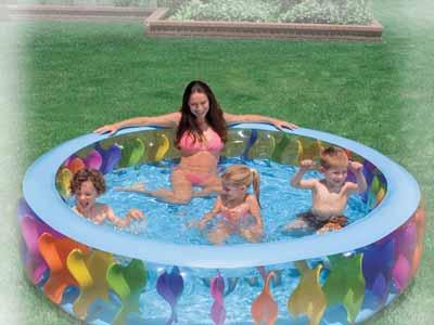 Надувной бассейн для купания.