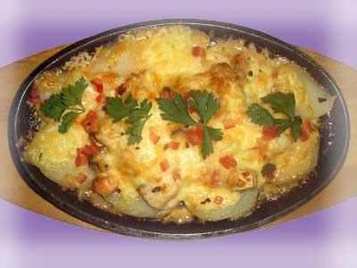 Пюре картофельное с яичницей.