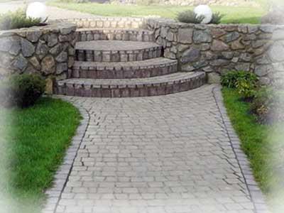 Бетонные ступени или ступени из блоков.